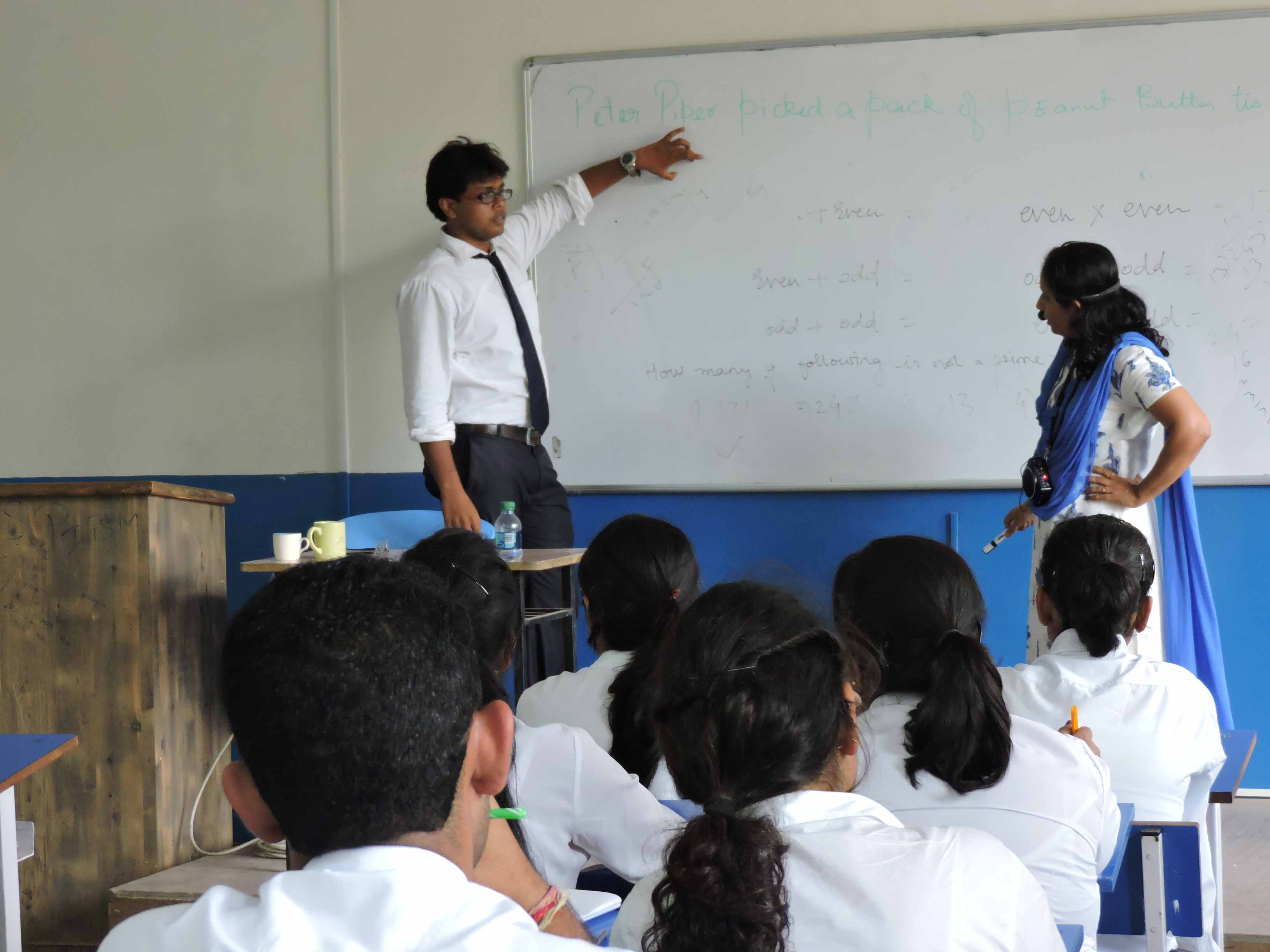 Students solving the Problems of Aptitude_Confidence Building_PIBM Pune